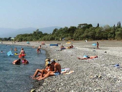 Узкий пляж Адлера